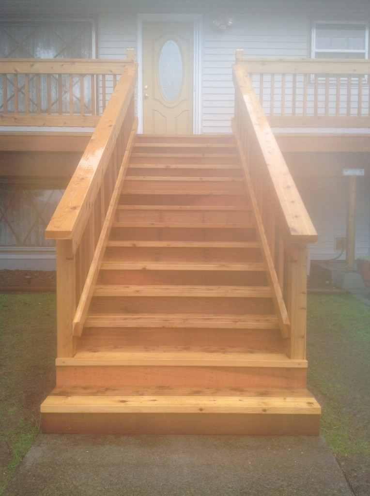 Cedar deck staircase for Clackamas, Oregon deck