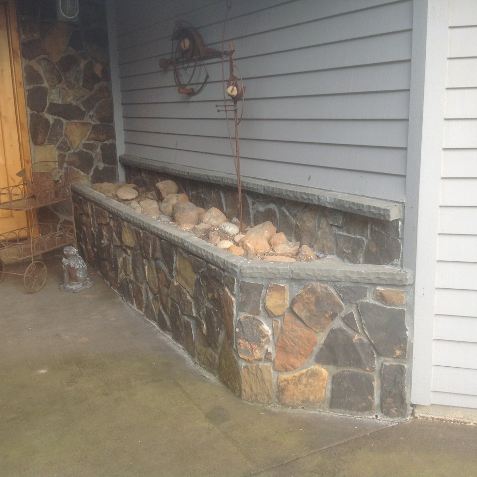 Custom stone planter by Bragg Construction