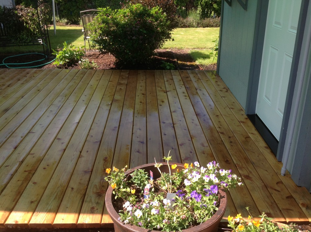 Kiln dried cedar deck by Bragg Construction